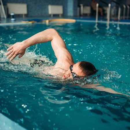 homem-nadando